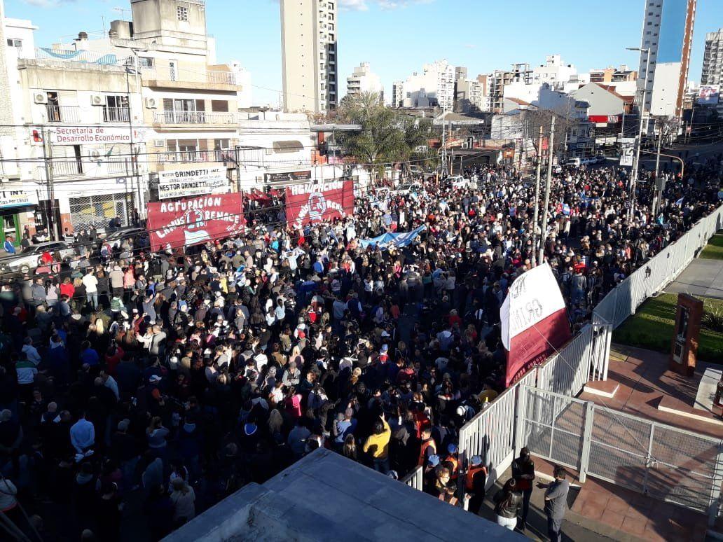 Lanús: multitudinaria marcha en apoyo a la reelección de Grindetti
