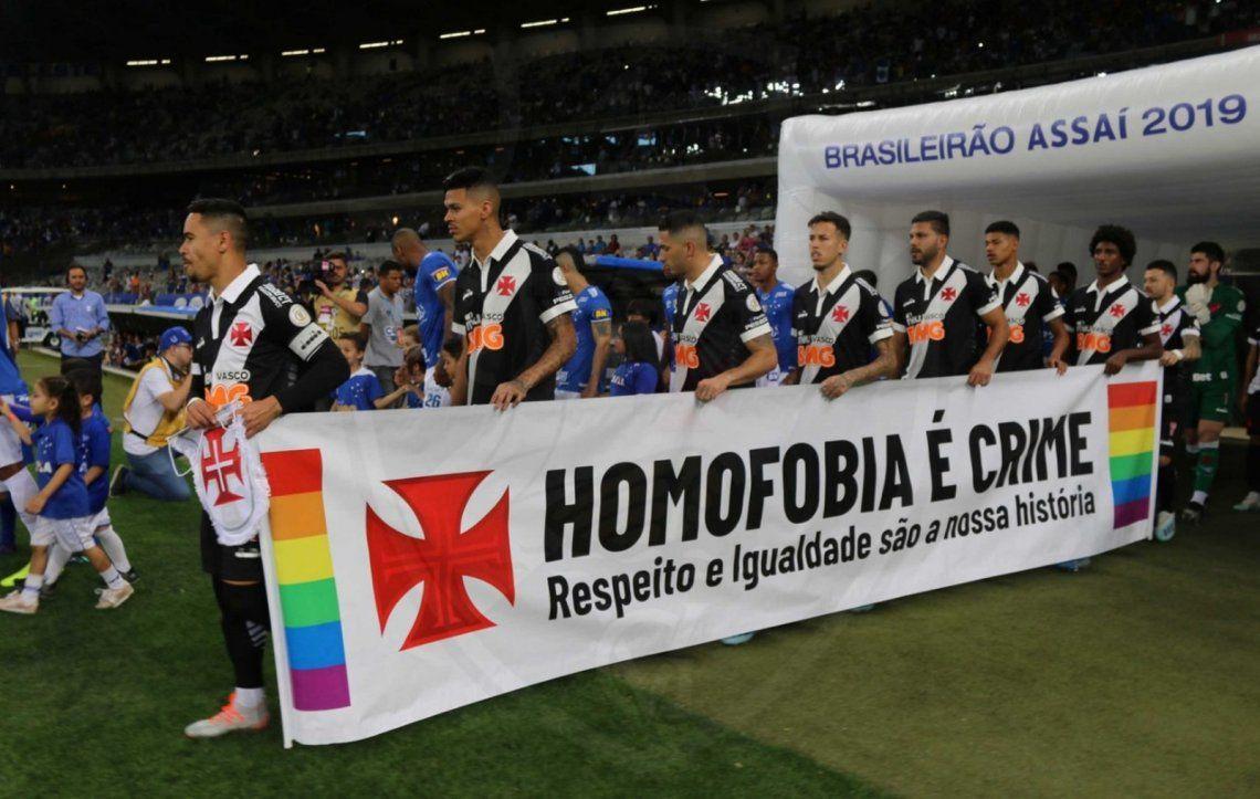 Brasil: Vasco da Gama salió a la cancha a enfrentar al Cruzeiro con una pancarta contra la homofobia tras cánticos discriminatorios de su hinchada