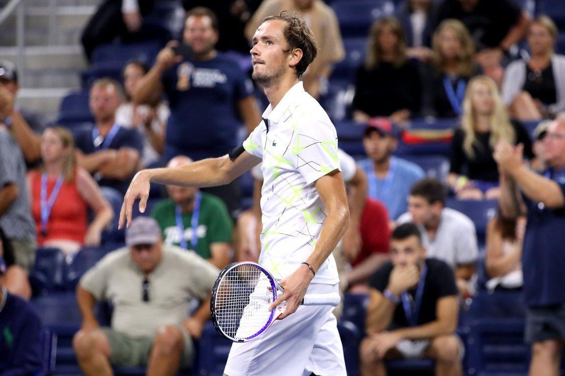 El nuevo chico malo del tenis: Medvedev provocó al público con un baile y le dedicó el triunfo