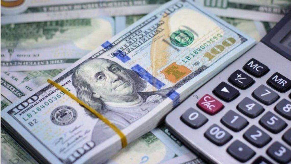 El dólar arrancó la semana en alza