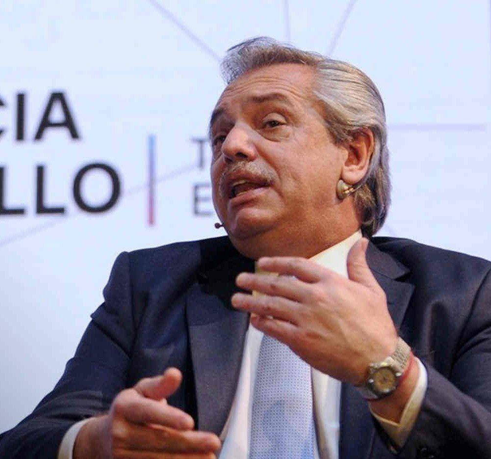 Alberto Fernández cumplirá compromisos académicos en España.