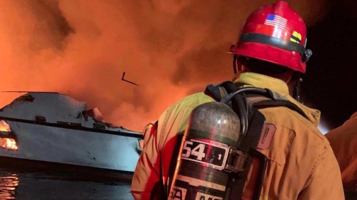 California: 25 muertos al incendiarse un barco de recreación