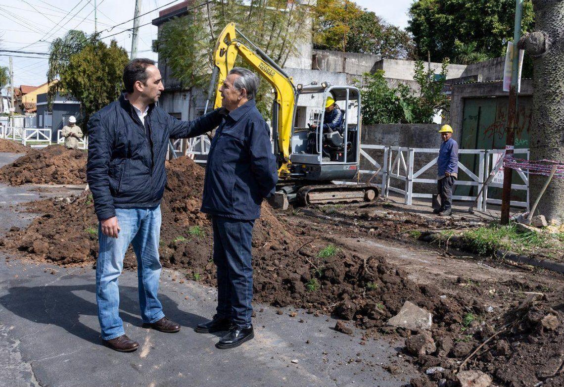 Tagliaferro recorrió las obras que se realizan en la calle Bulnes y dialogó con los vecinos.
