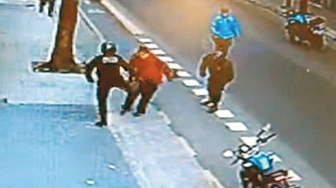 Pedirán la detención del policía que mató de una patada