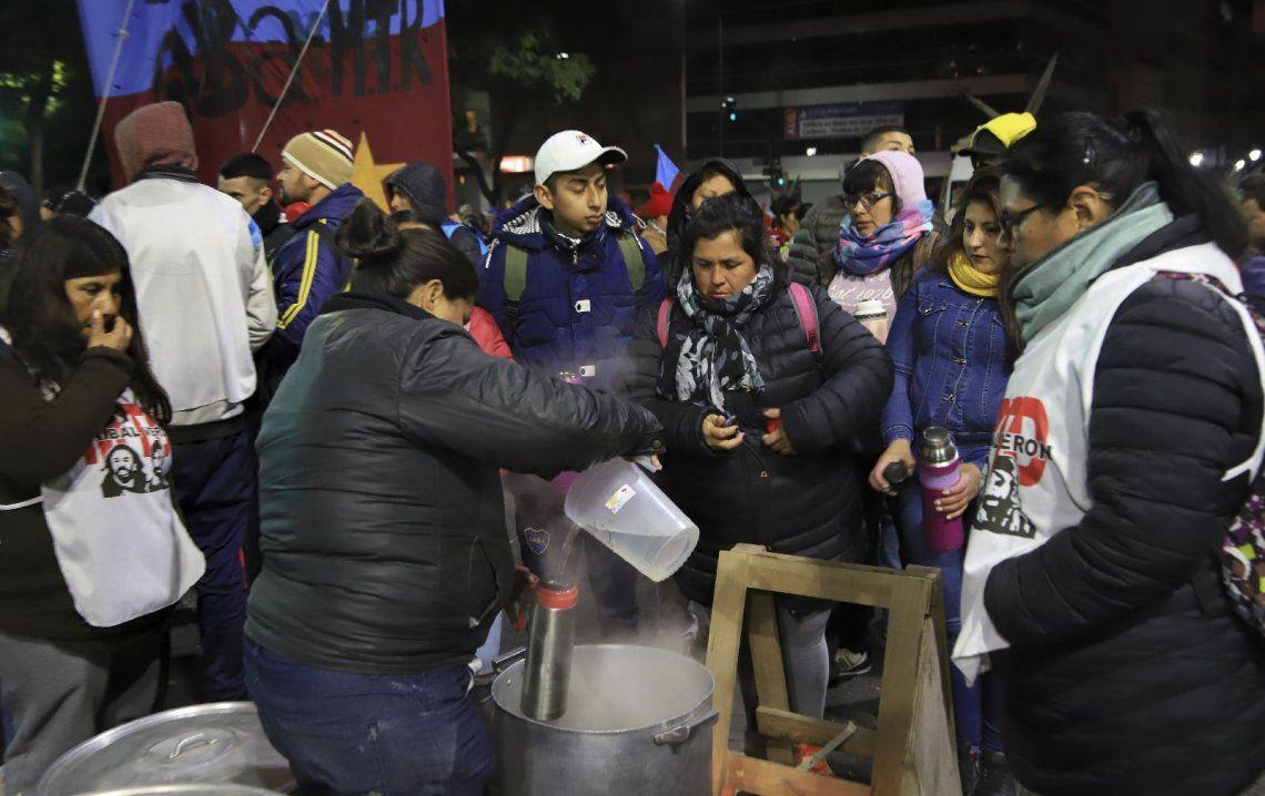Galería de fotos: las imágenes del corte de organizaciones sociales en la Avenida 9 de Julio en reclamo de la emergencia alimantaria