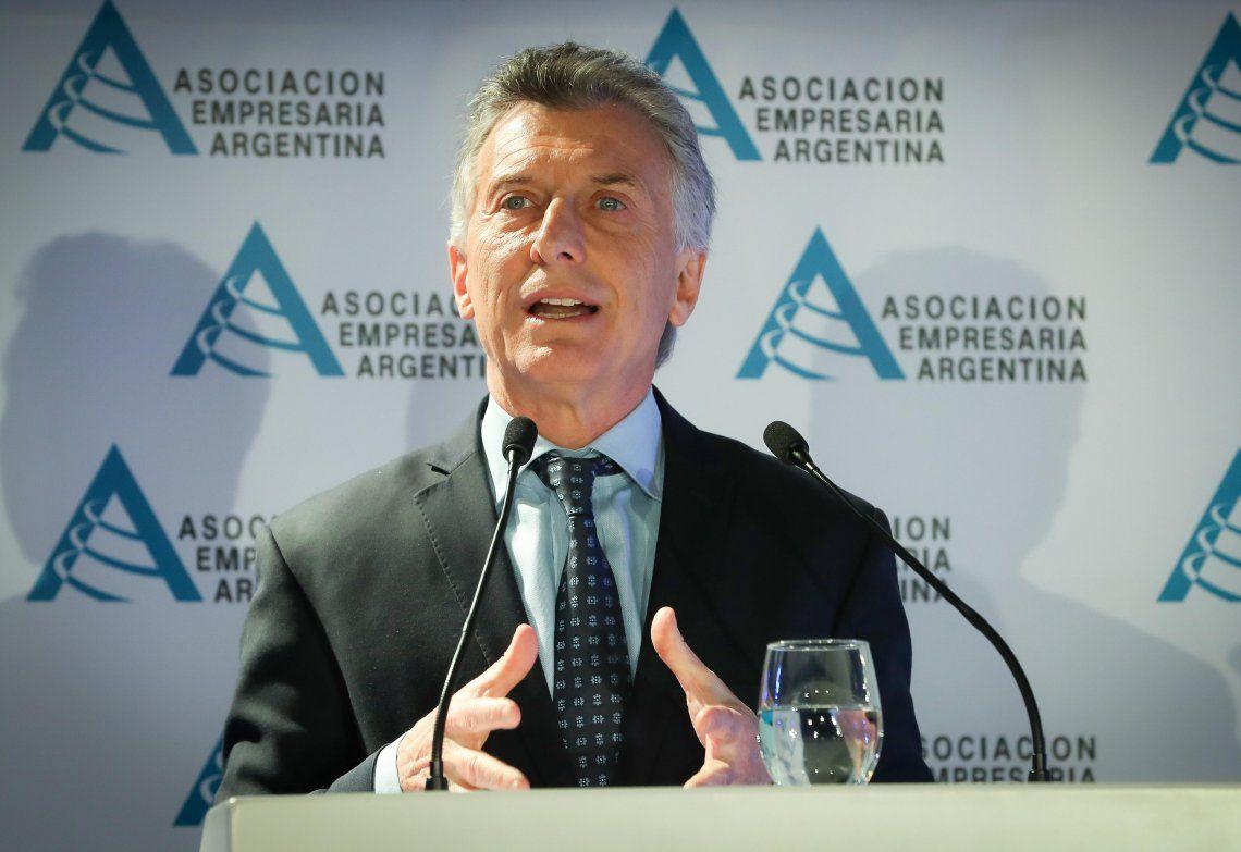 Macri propone eliminar los plásticos de un solo uso y neutralizar las emisiones de carbono
