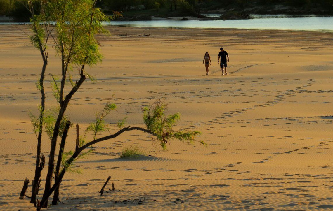 El médano gigante no puede recorrerse en su totalidad sin protegerse del sol y el calor.