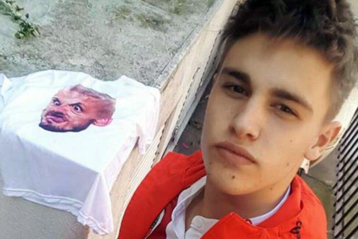 Superclásico: fue al Monumental con una camiseta con la cara de Darío Benedetto, la Policía de la Ciudad le hizo un acta contravencional y él se defiende: No es violencia, es folklore