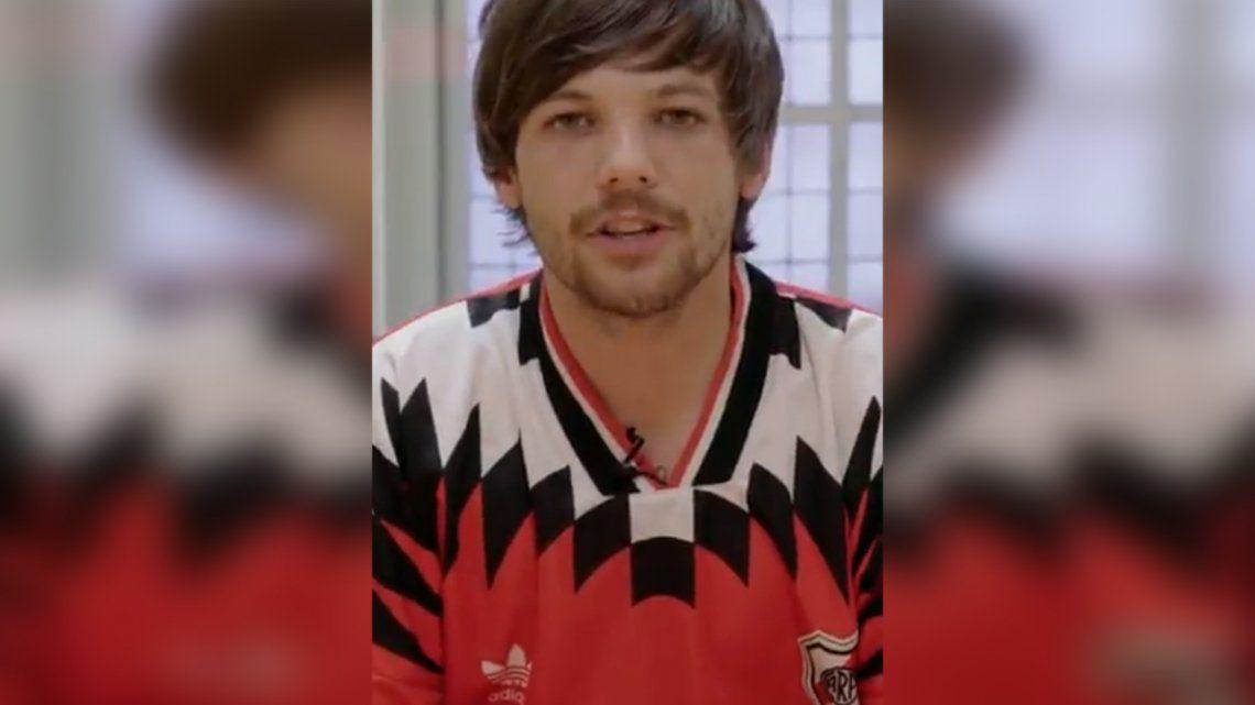 Louis Tomlinson presentó Kill My Mind y lo hizo con la camiseta de River: ¿Traicionó a Boca?
