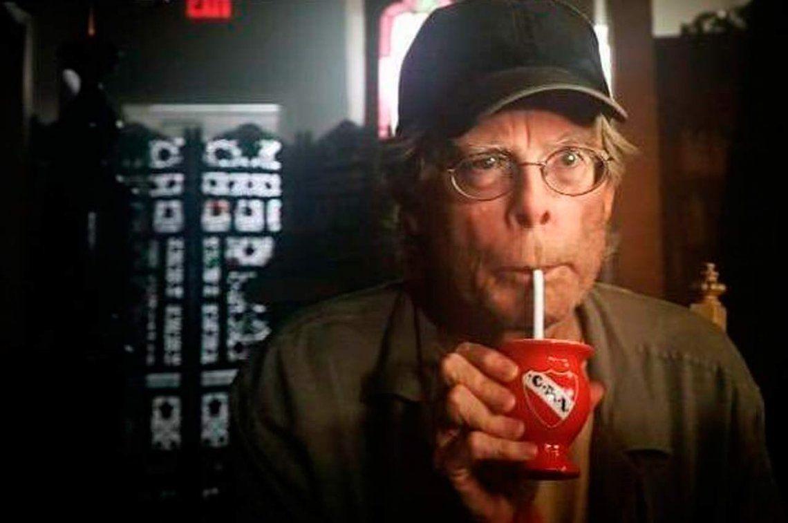 La irrupción de Independiente en Hollywood con Stephen King tomando mate en It Capítulo 2