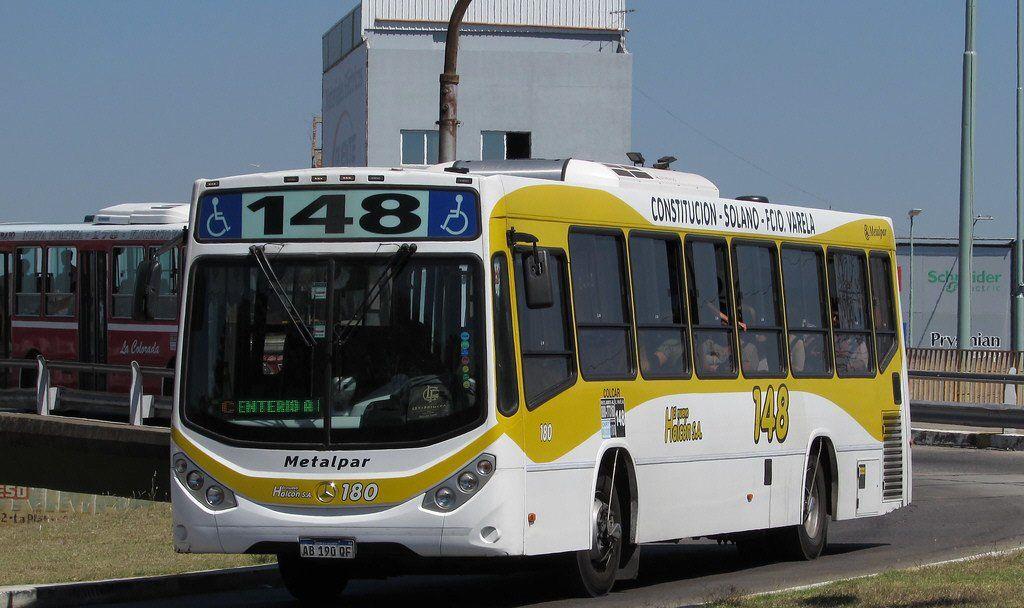 Choferes de la línea 148 pararon en reclamo por mejoras salariales