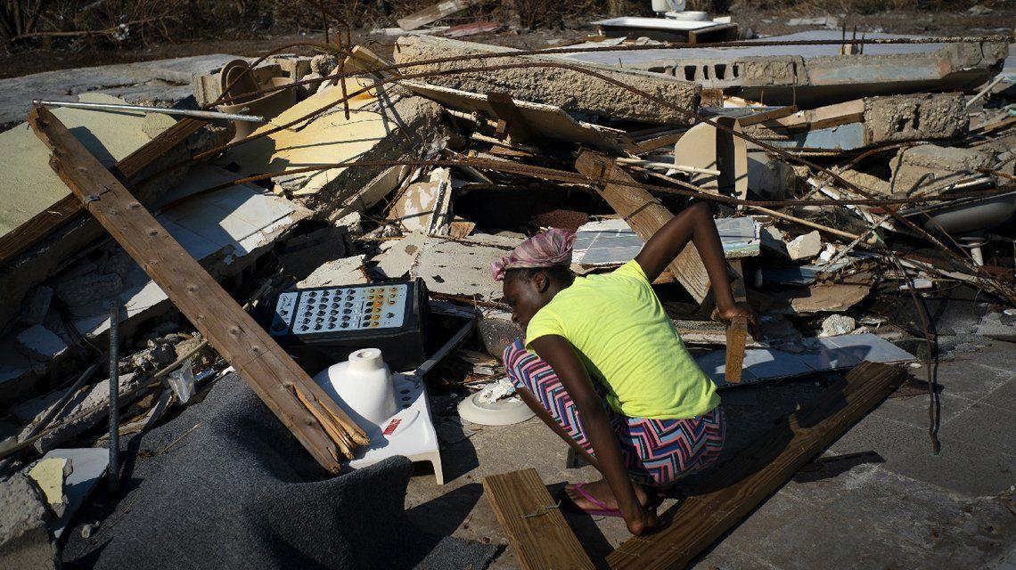 El huracán Dorian provocó al menos 43 muertos en Bahamas, se aleja de Estados Unidos y se dirige a Canadá