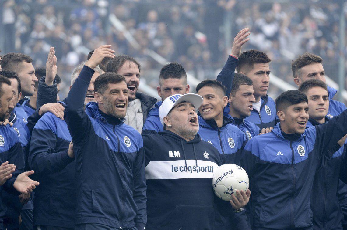 Maradona a los hinchas de Gimnasia: No voy a faltar a ningún entrenamiento