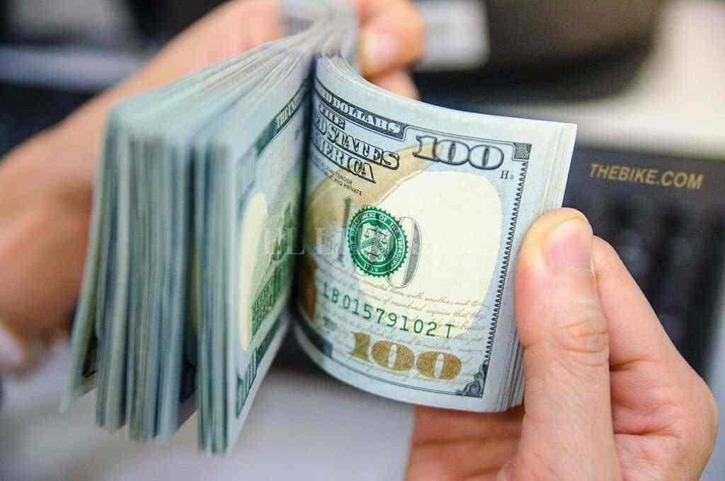 Dólar: abrió la semana estable y cerró a $57 en el Banco Nación