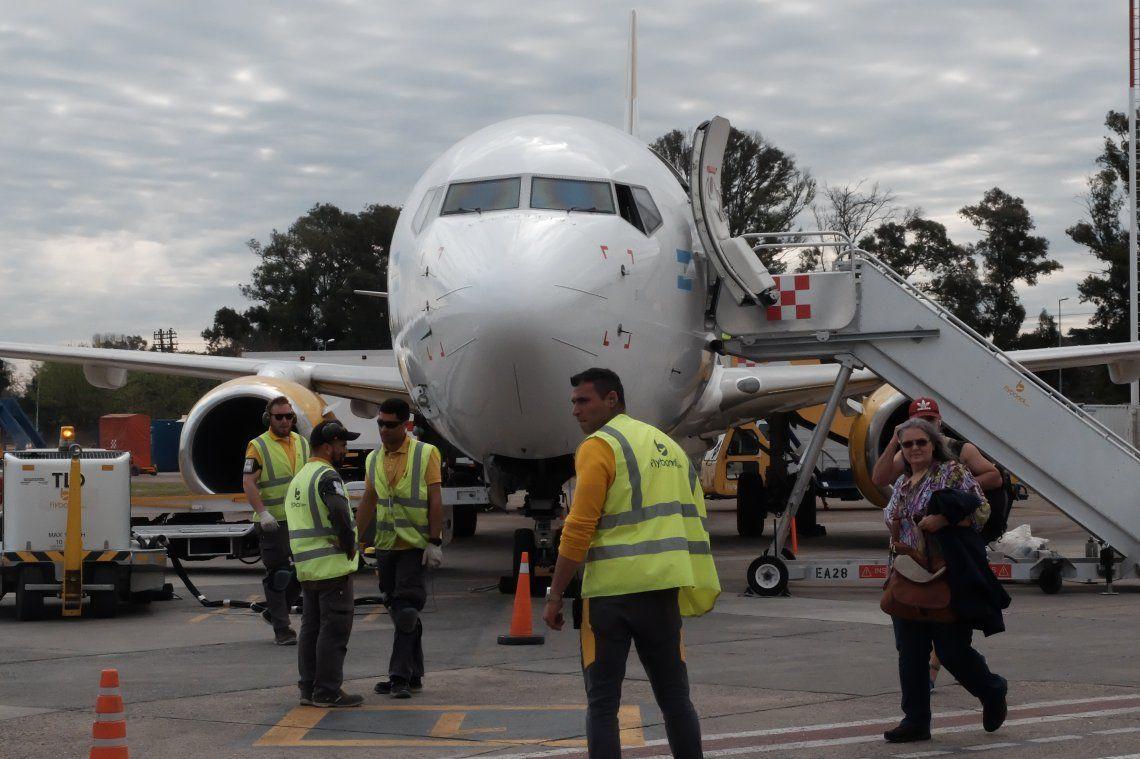 Dos aerolíneas y 800 empleados: cómo es por dentro y cómo funciona el Aeropuerto de El Palomar