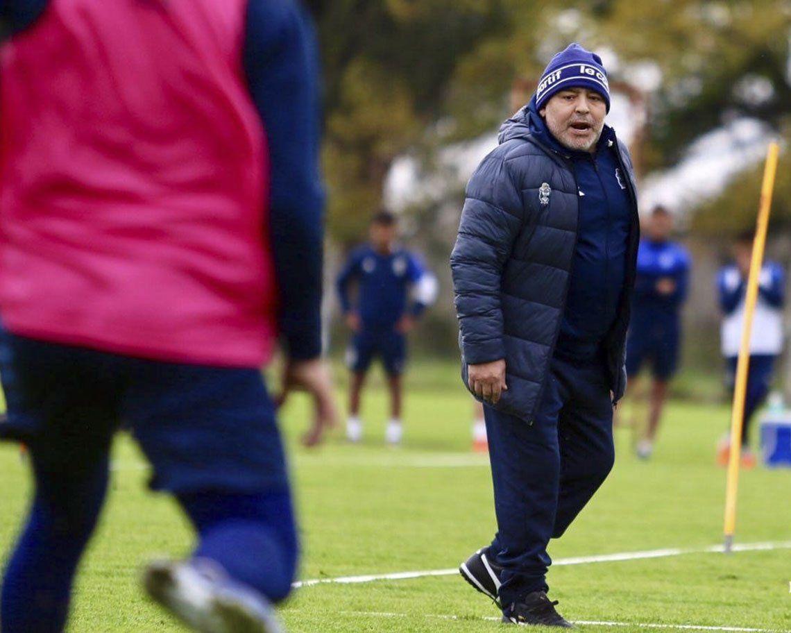 Maradona dirigió su primera práctica completa en Gimnasia y Esgrima La Plata