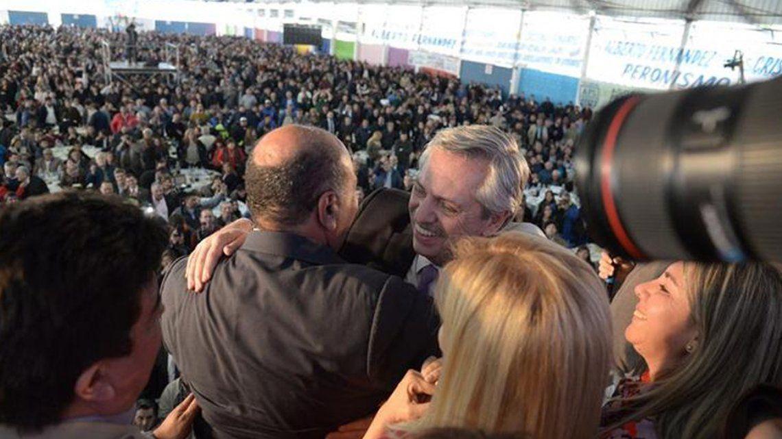 Juan Manzur justificó el uso del avión sanitario para un acto de de Alberto Fernández