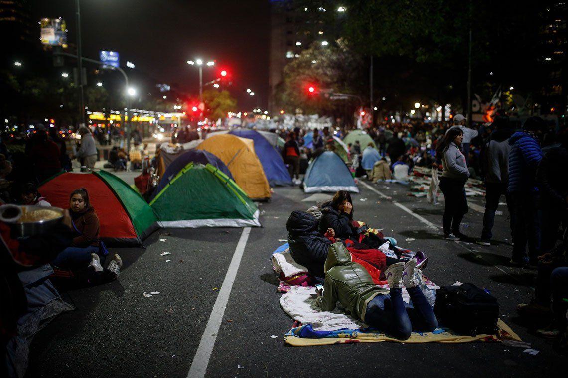 Acampe en la 9 de Julio: las organizaciones sociales cumplirán con las 48 horas de la medida y le respondieron a Alberto Fernández