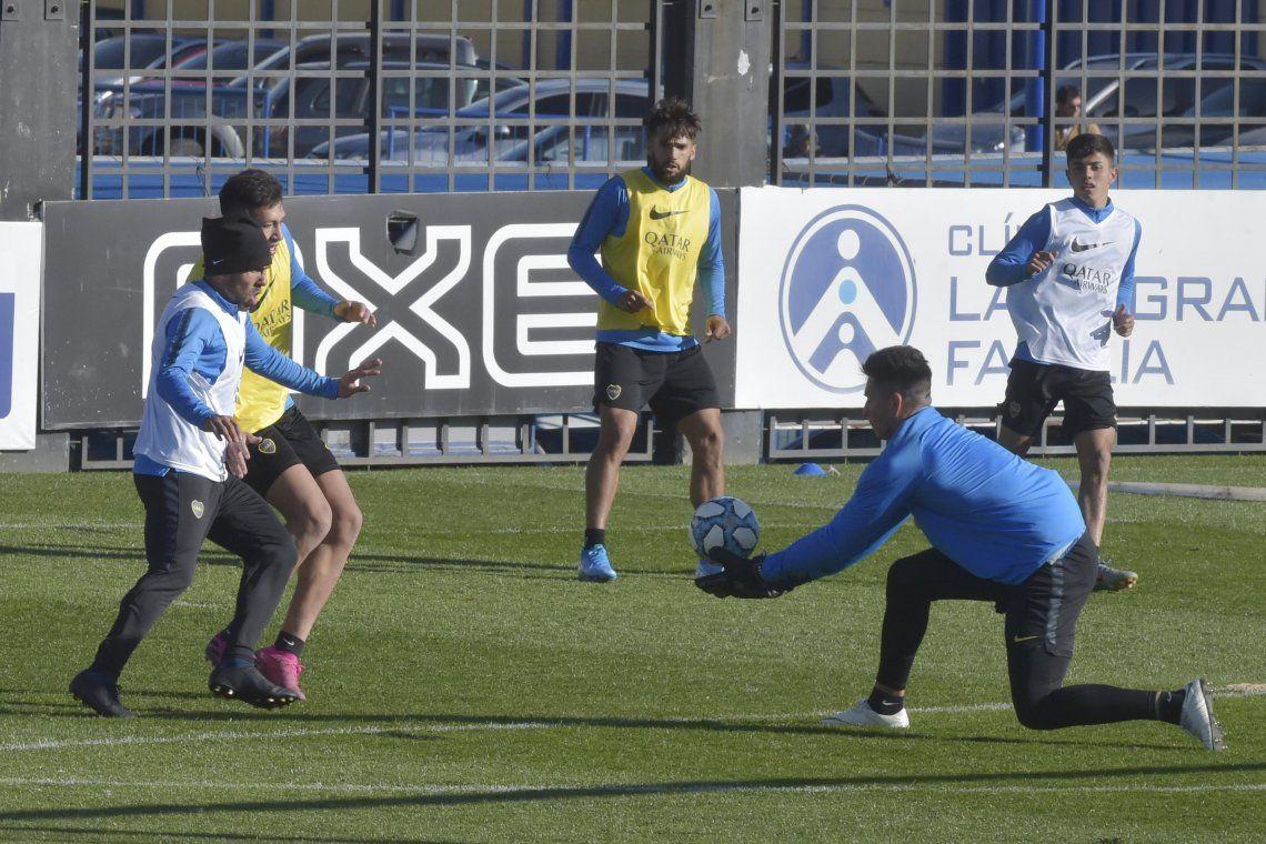 Alfaro define el equipo para recibir a Estudiantes y Tevez sería titular