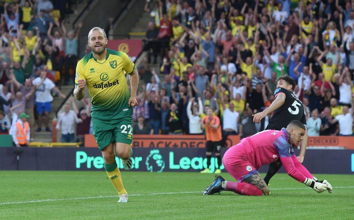 Video | El tremendo error de Otamendi que terminó en gol para la victoria del Norwich sobre el Manchester City