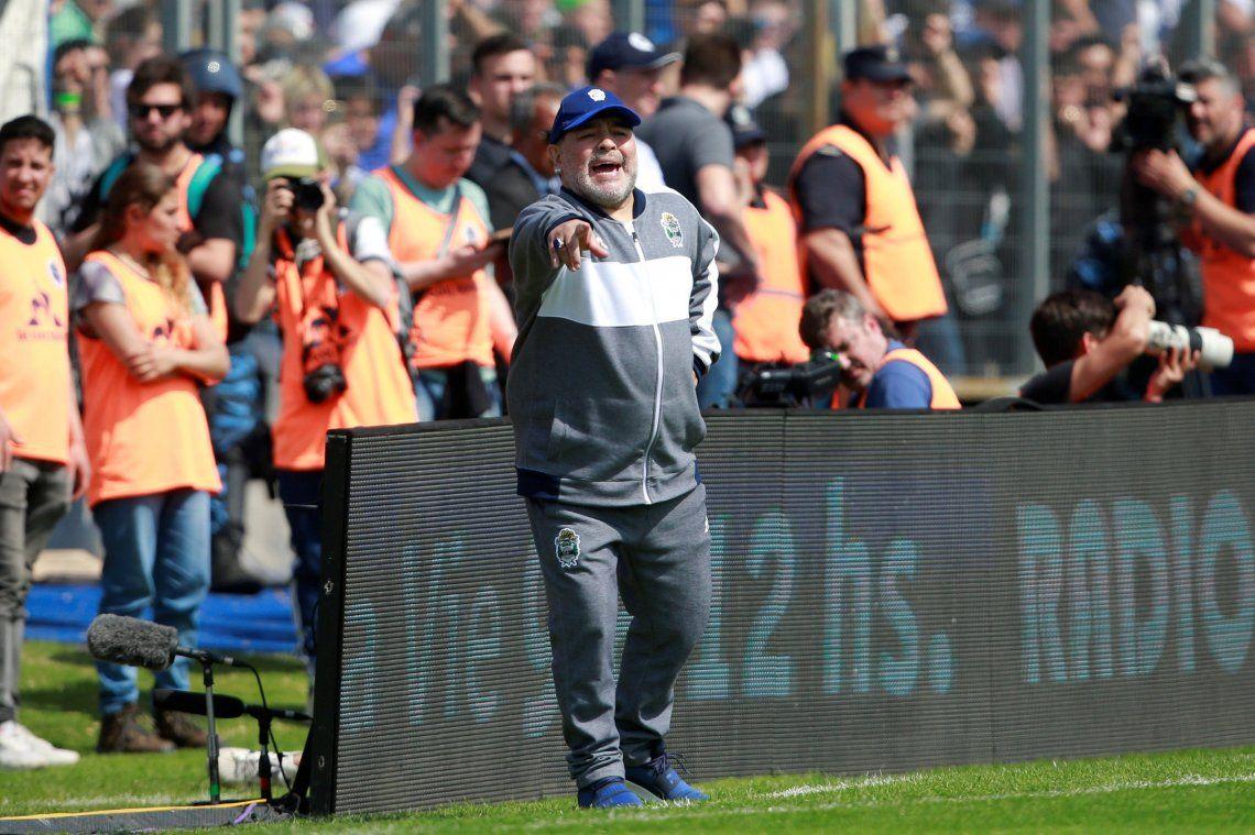Maradona y su palito al Chacho Coudet: No entendí por qué se quejaba tanto, parecía que estaba en un teatro de revistas