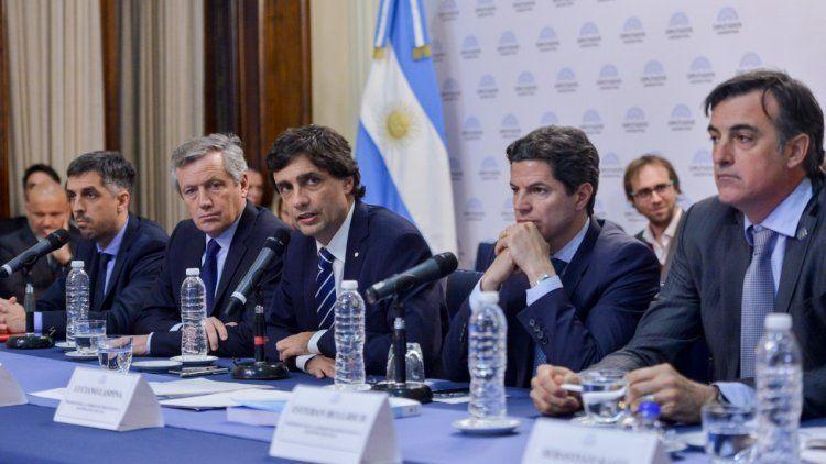 El ministro Lacunza exigió consensos en política económica que permitan sacar al país de la crisis.