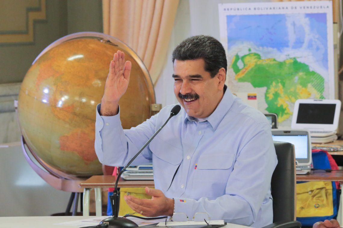 Maduro contestó las críticas y calificó de estúpidos a quienes consideran a su gobierno una dictadura