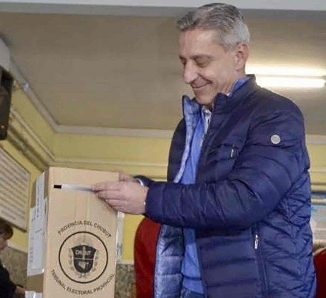 Chubut: en medio de la grave crisis de su provincia, el gobernador Mariano Arcioni presentó un proyecto para aumentarse un 100% el sueldo