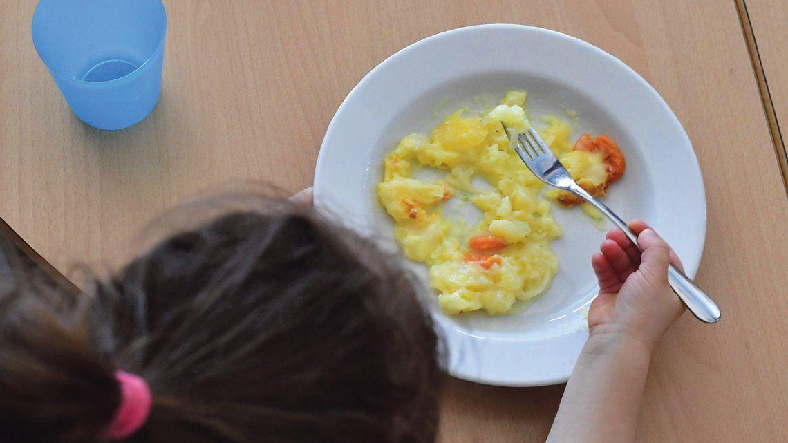 Según un estudio privado, la AUH no les alcanza para comer al 90 por ciento de los niños