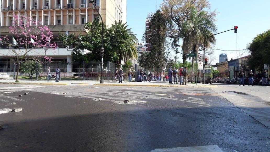 Chaco: incidentes entre manifestantes y la policía en la marcha por la Emergencia Alimentaria