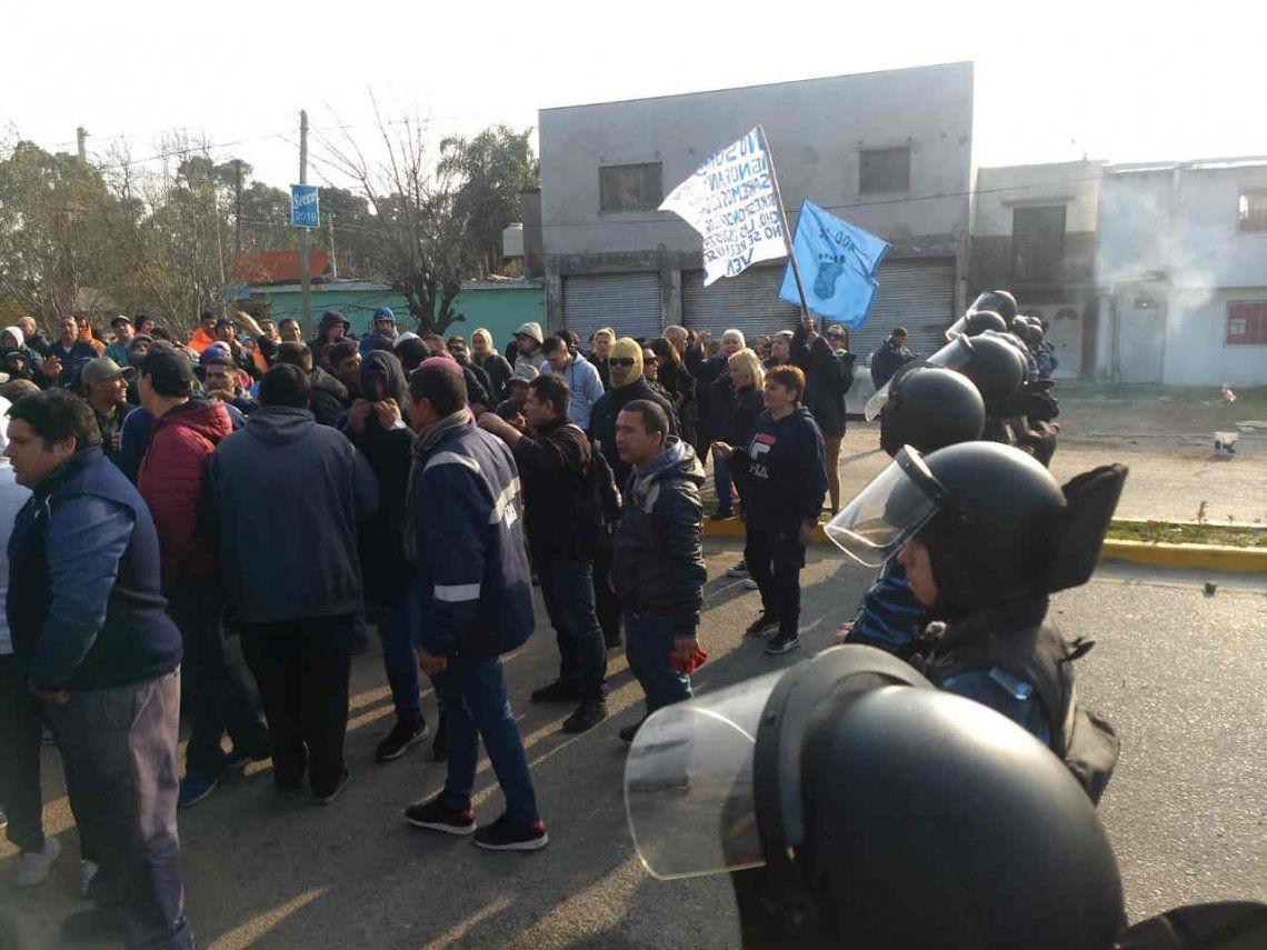 Nuevos incidentes entre trabajadores de la UOCRA y la Policía en Ensenada