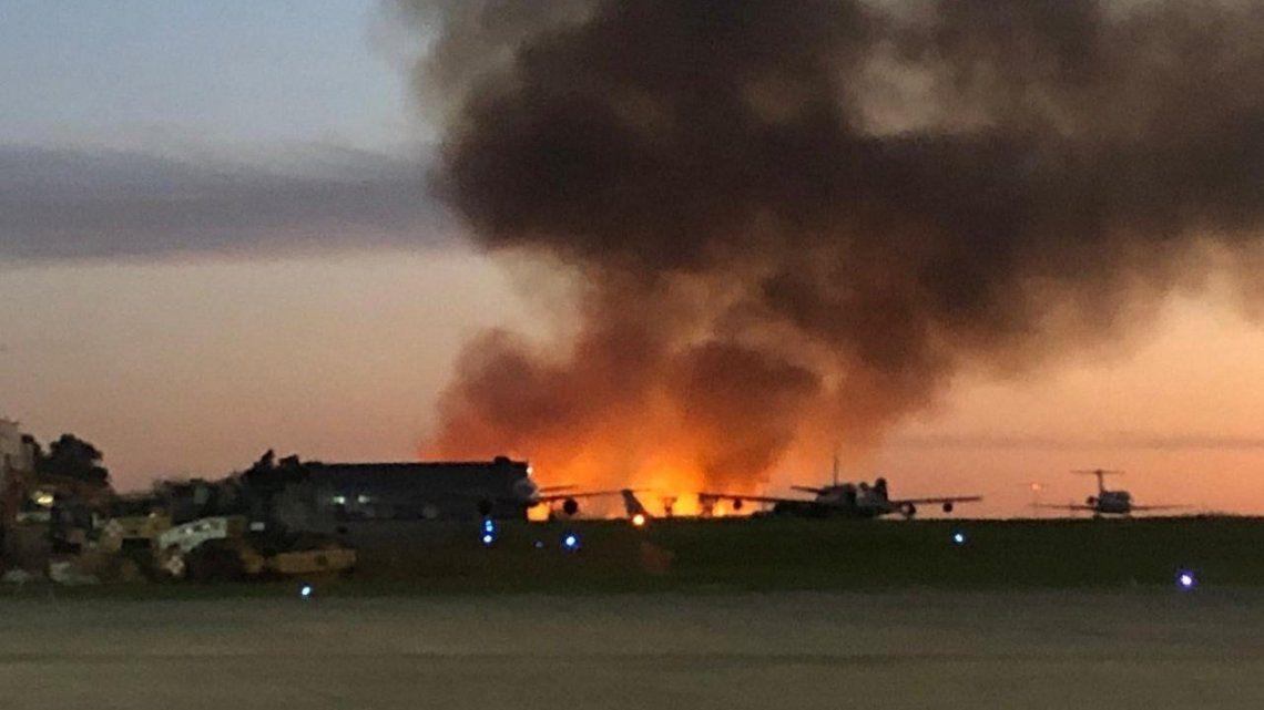 Incendio en El Palomar, a metros del aeropuerto
