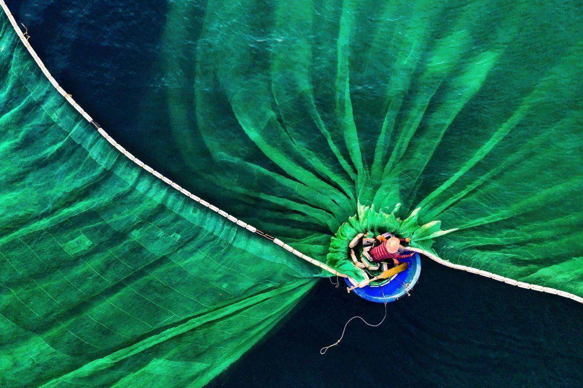 Ganador - personas en la naturaleza |Danza en el mar por Le Van Vinh