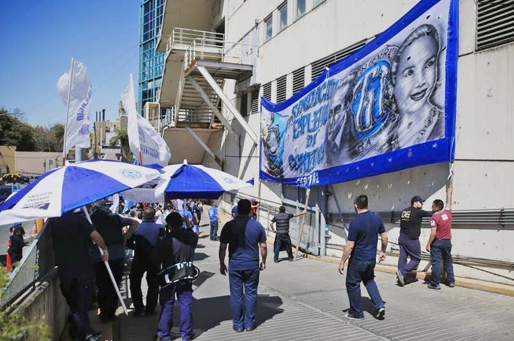 Una protesta gremial complicó el acceso al shopping Paseo Alcorta