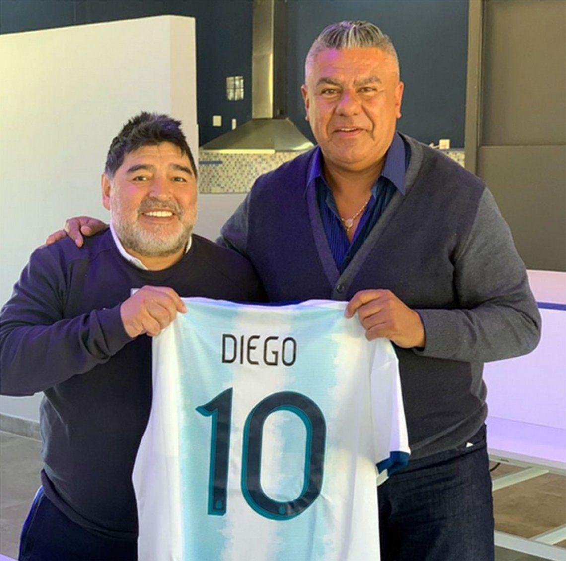 Maradona recibió la visita de Tapia en la concentración de Gimnasia