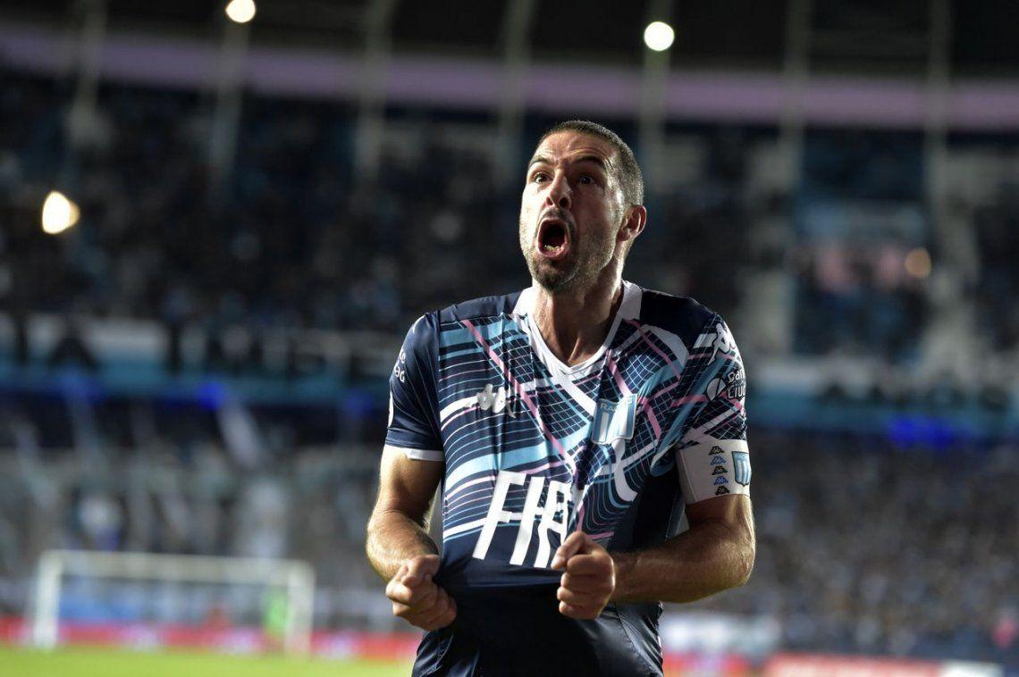Superliga: con goles de Darío Cvitanich y el Licha López, Racing venció por 2 a 1 a Arsenal de Sarandí en el Cilindro y sumó su tercer triunfo consecutivo