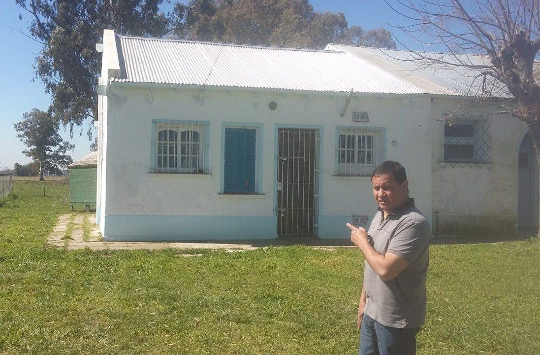 Gómez se acercó a la EP N° 3 para mostrar que los techos estaban reparados.