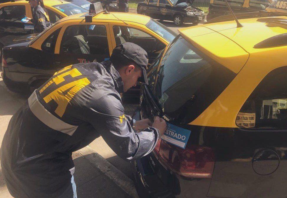Terminal de Retiro: seis detenidos y más de 50 autos secuestrados tras un operativo contra la mafia de los taxis
