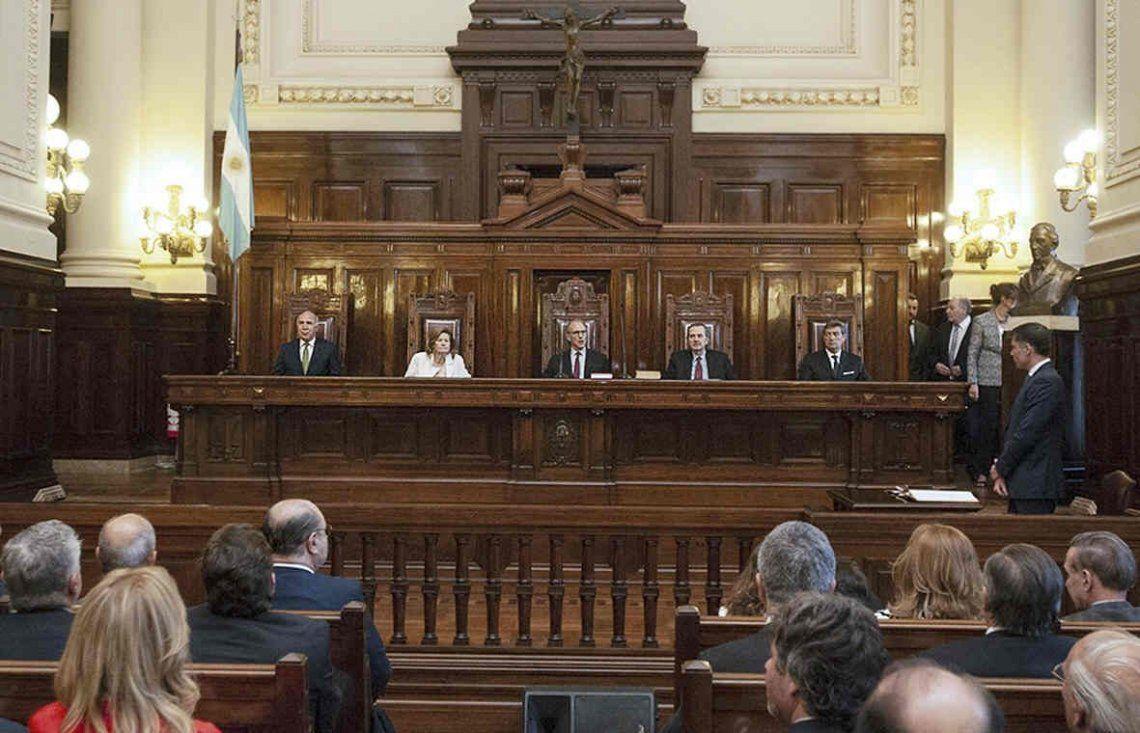La Corte Suprema falló a favor de las provincias y Nación tiene que asumir rebajas de IVA y Ganancias