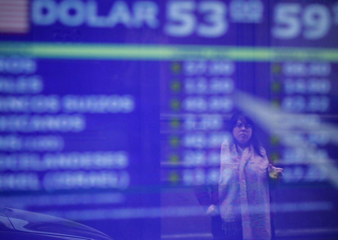 El dólar subió tras la postergación del desembolso del FMI