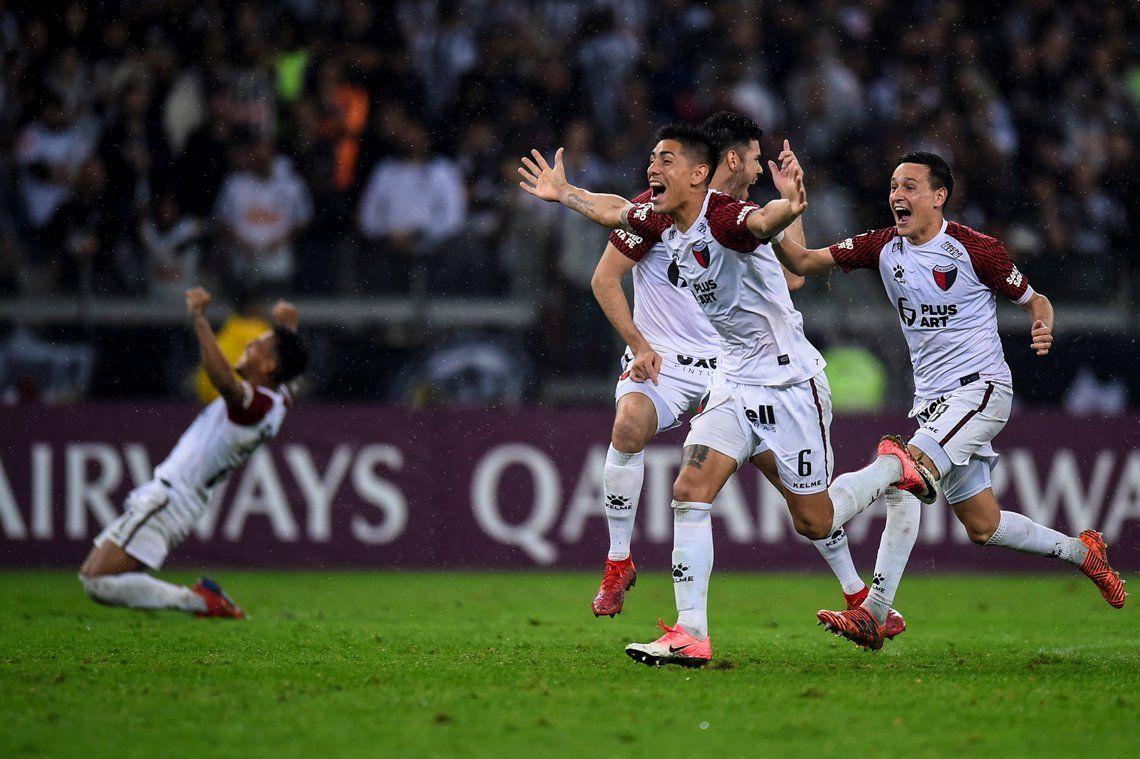 Las mejores fotos de la histórica clasificación de Colón a la final de la Sudamericana