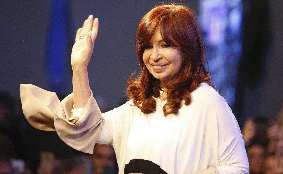 Cristina Fernández suspendió actos de campaña y viaja a Cuba para visitar a su hija.