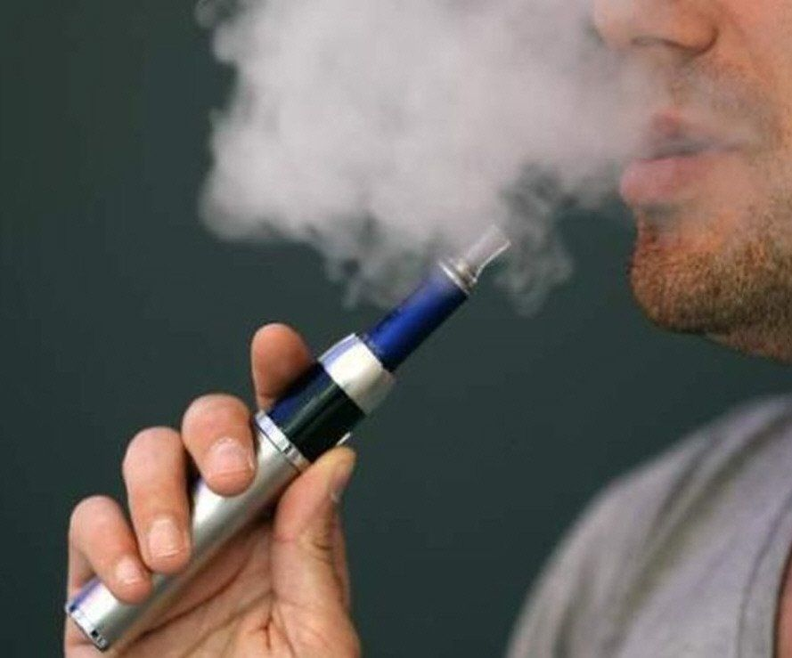 Alertan de los riesgos de usar el cigarrillo electrónico.