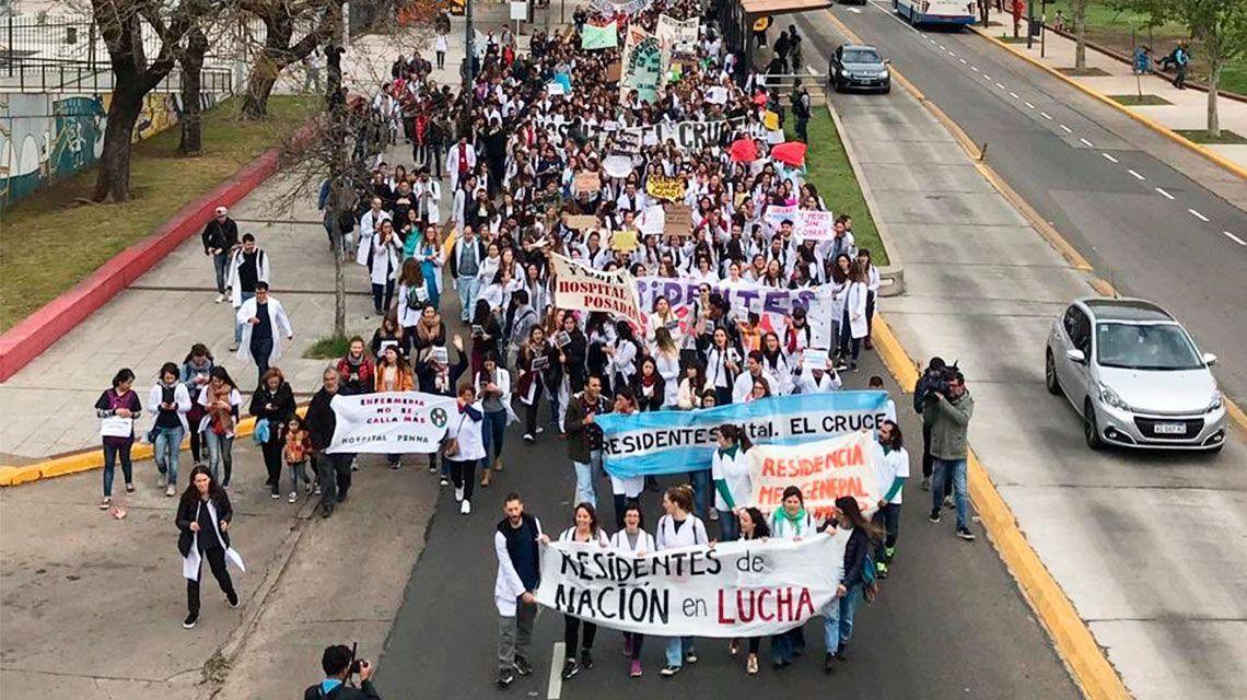 Médicos residentes del Garrahan realizan protesta por salarios adeudados