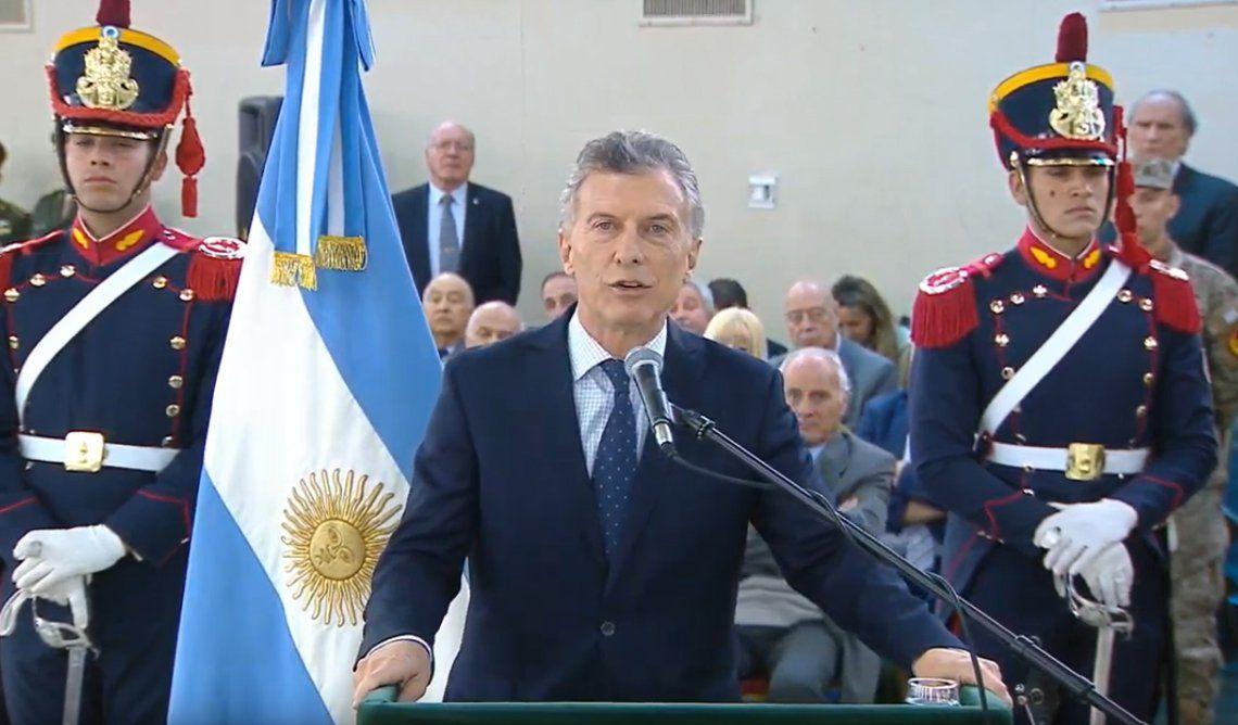 Macri anunció un subsidio extraordinario para familiares de soldados muertos en los 70: Nos lo debíamos como sociedad