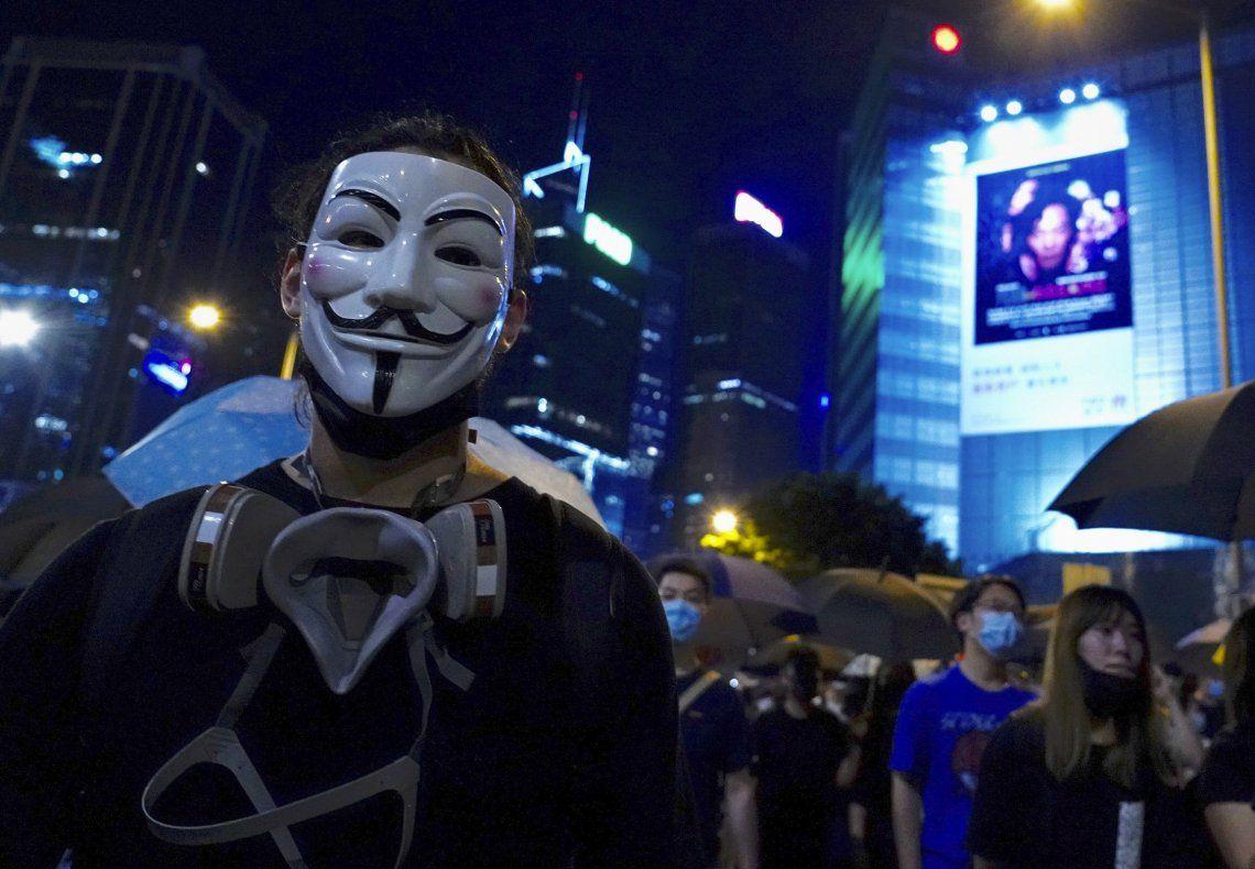Una muchedumbre invadió las calles de Hong Kong protestando contra la medida.