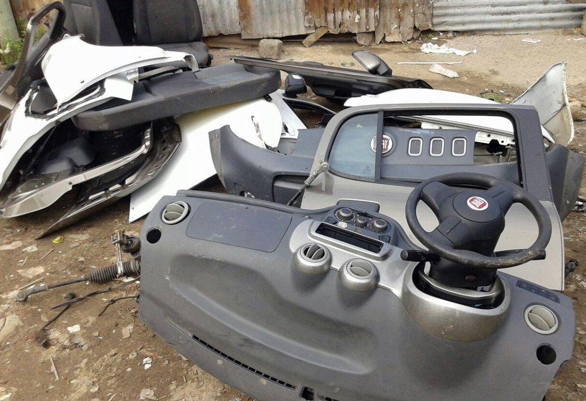 Muchos de los vehículos son desguazados para luego vender sus piezas en desarmaderos.