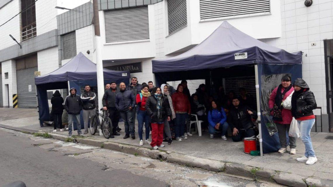 Lomas del Mirador:  corte de producción y temor el futuro de la fábrica de alfajores La Nirva