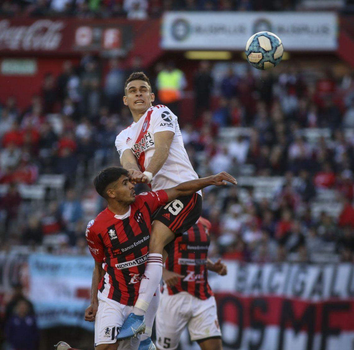 Los goles de Borré y Scocco para que River le gane Almagro en los cuartos de final de la Copa de Argentina