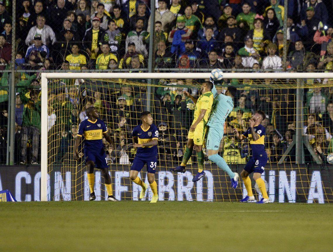 Boca ahogó penas con un triunfo sufrido ante Defensa y se afirmó solo arriba